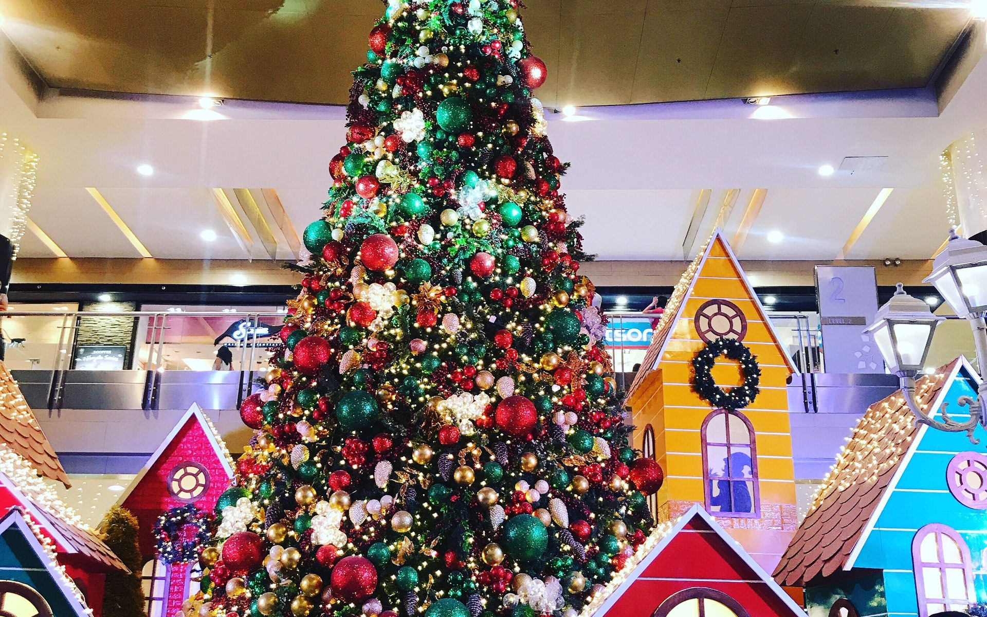 shopping mall-chrstmas